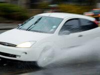 Cómo conducir con lluvia de forma segura