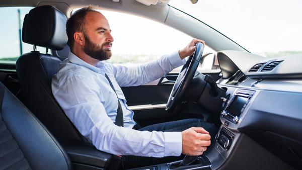 Cómo conducir un coche automático por primera vez