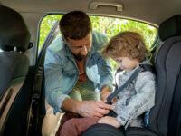 Sillitas de coche para niños y niñas: normativa, tipos y consejos
