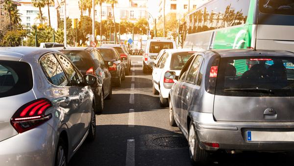 trafico-de-coches-con-estado-de-alarma