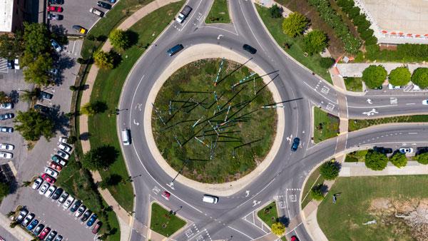 rotonda-en-carretera-con-vehiculos